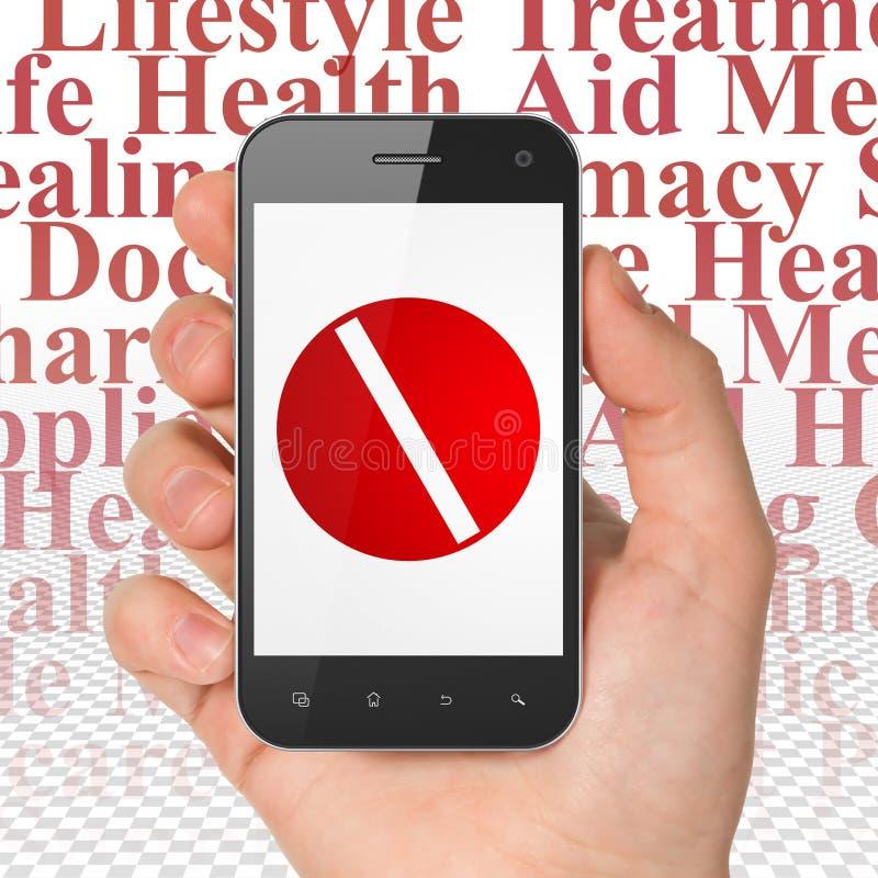 医学概念:拿着有药片的手智能手机在显示 图库摄影