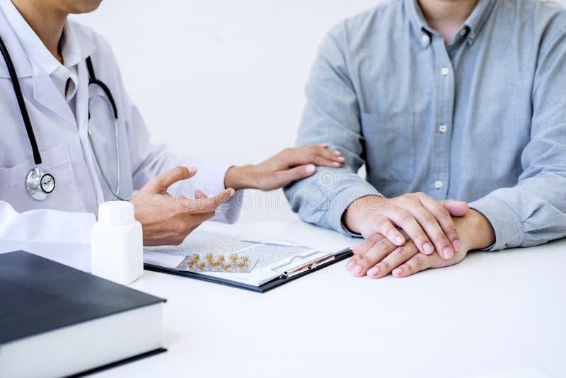 医治咨询的患者并且推荐治疗方法和ho 库存照片