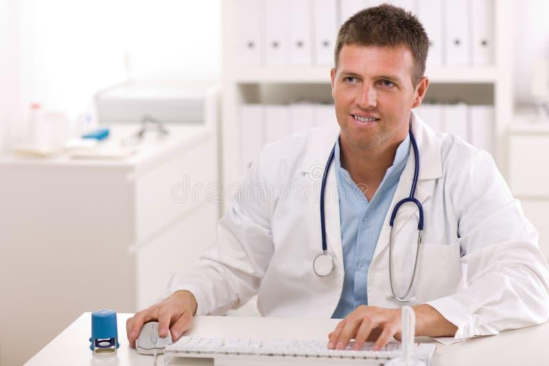 医生办公室工作 免版税图库摄影
