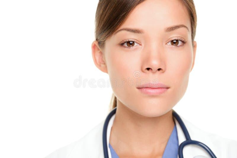 医生医疗严重的年轻人 免版税库存图片