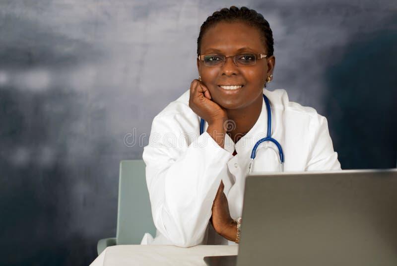 医生女性纵向年轻人 库存图片