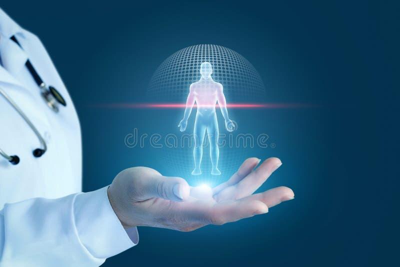 医生显示扫描患者的过程 免版税库存照片