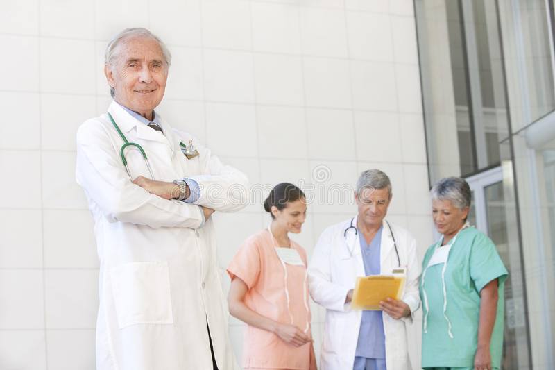 医生纵向高级职员 图库摄影