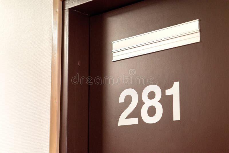 医生` s门 对心理学家的屋子的入口 免版税库存图片