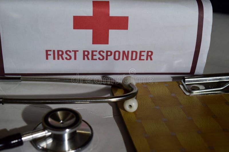 医疗与医疗保健概念启发 听诊器,急救工具 免版税库存照片