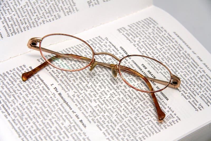 医疗书的玻璃 库存照片