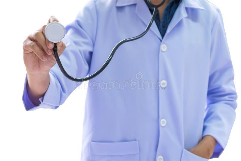 医疗保健概念,穿一件白色制服的人拿着一stethosc 图库摄影