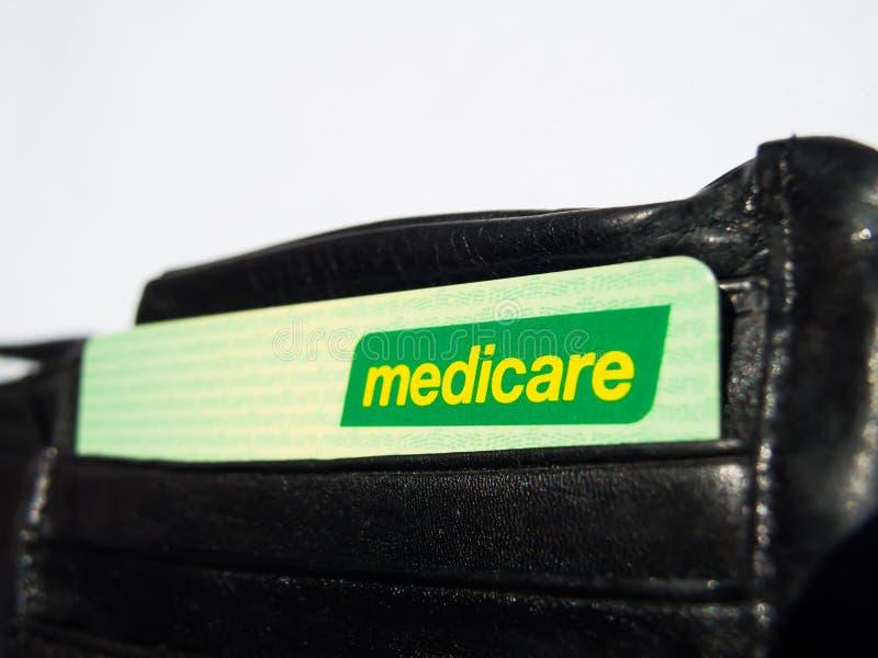 医疗保障卡片是一个公开被资助的普遍卫生保健系统在澳大利亚,图象展示卡片在一个黑钱包里 库存照片