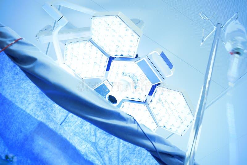 医疗闪亮指示在手术室 库存图片