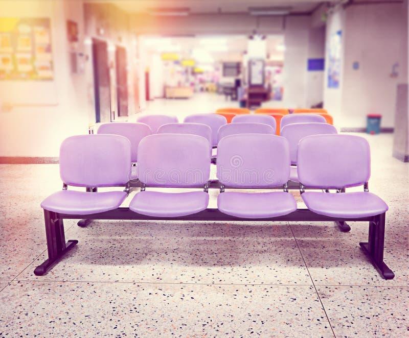 医院的等待的椅子区域 免版税图库摄影