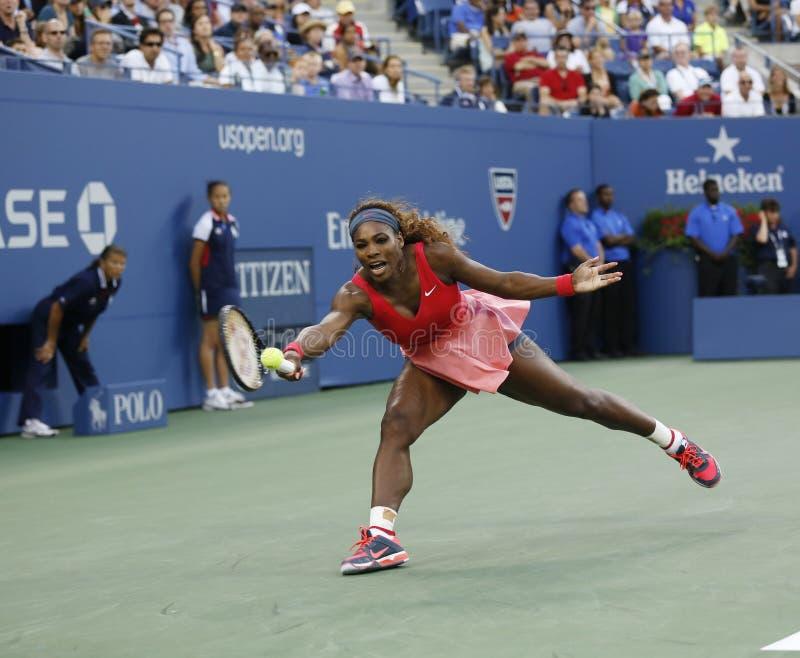 十七次在她的决赛期间的全垒打冠军小威廉姆斯在反对维多利亚Azarenka的美国公开赛2013年 免版税库存照片