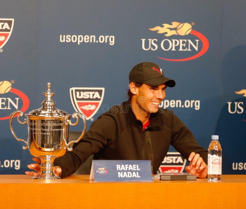 十三次在新闻招待会期间的全垒打冠军拉斐尔・拿度,在他赢取了美国公开赛2013年后 库存照片
