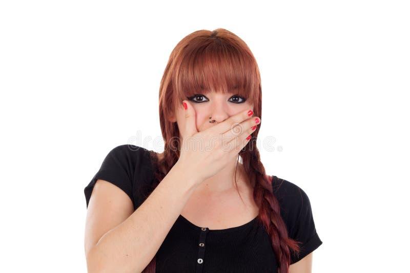 十几岁的女孩在与贯穿的覆盖物的黑色穿戴了她的嘴 免版税库存图片