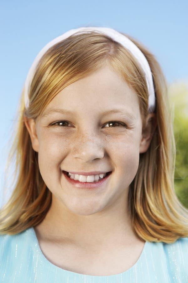 十几岁的女孩微笑 库存照片