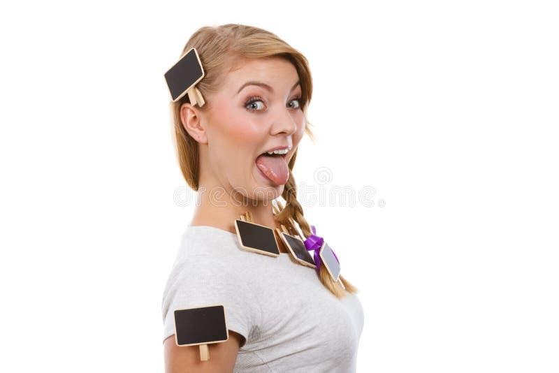 十几岁的女孩有小的黑板在头发 库存照片