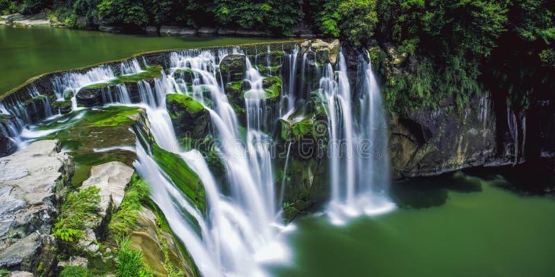十分瀑布长的曝光摄影晴天在平溪区,新的台北,台湾 图库摄影