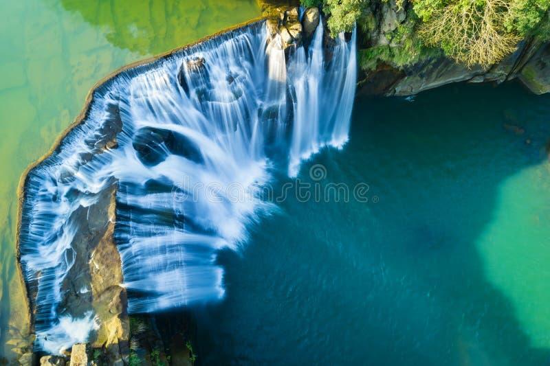 十分瀑布鸟瞰图-台湾,射击著名自然风景在平溪区,新的台北,台湾 免版税库存照片