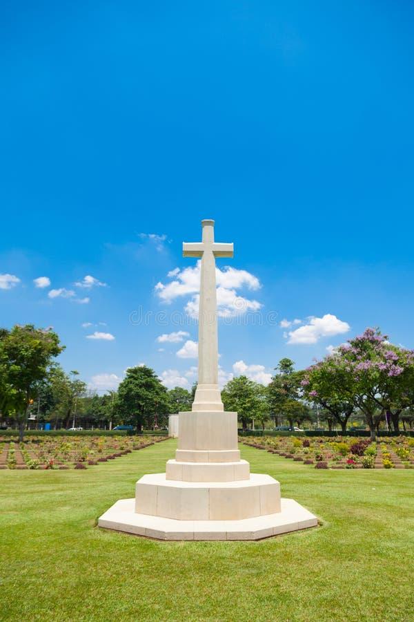 十字架在公墓 免版税库存图片