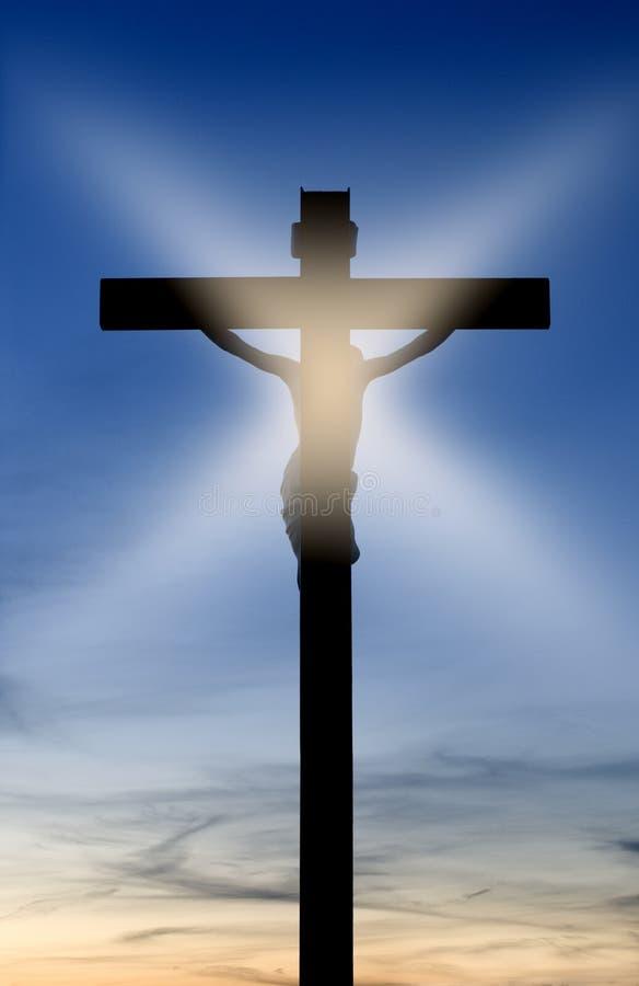 十字架的圣洁耶稣基督与日落 免版税库存图片
