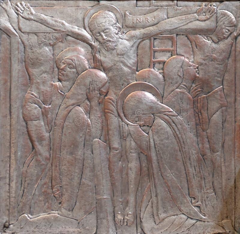 十字架的耶稣,耶稣的耶稣圣心的法坛在圣布莱斯教会里在萨格勒布 免版税库存照片