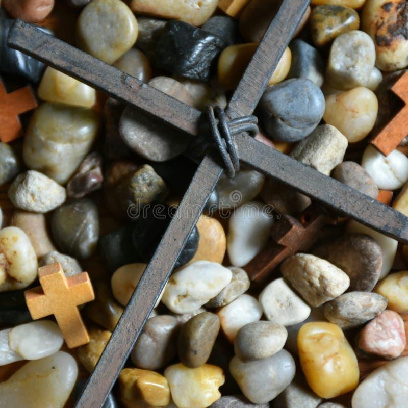 十字架&石头 免版税库存照片