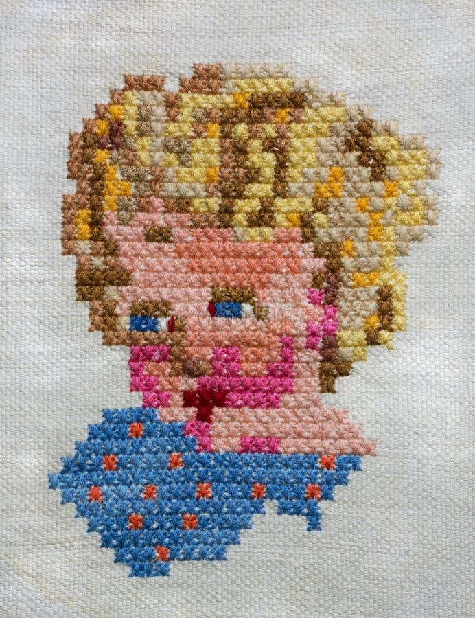 十字绣手工制造刺绣 五颜六色的婴孩的头 免版税库存照片