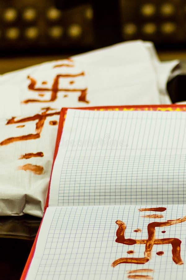十字记号、一个几何图和一个古老宗教象,使用作为神性、灵性和爆发的标志 的treadled 库存图片