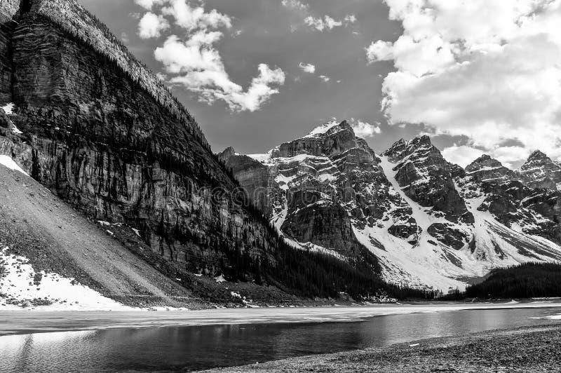 十峰顶冰川谷结束看法 免版税库存照片