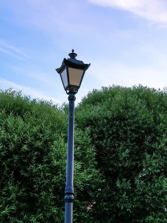 千年公园夕阳灯笼剪影 免版税图库摄影