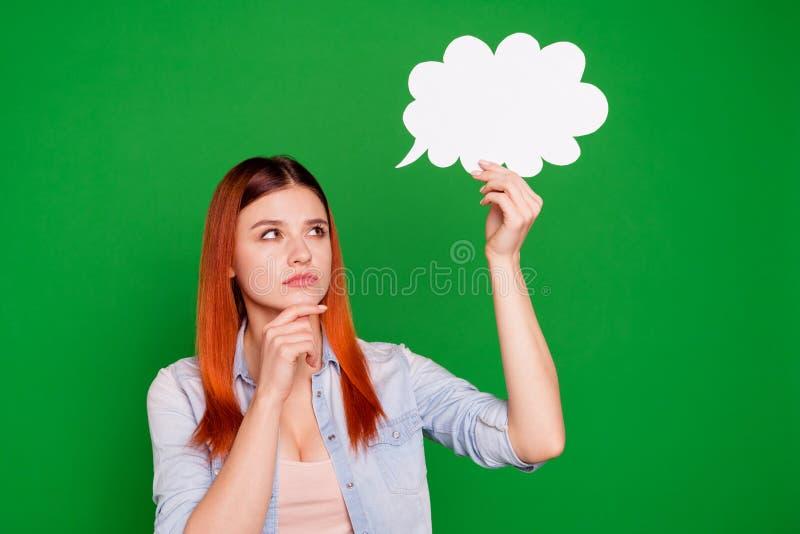 千福年被聚焦的被集中的青年时期画象解决决定选择战略选择纸牌泡影接触下巴手 免版税图库摄影