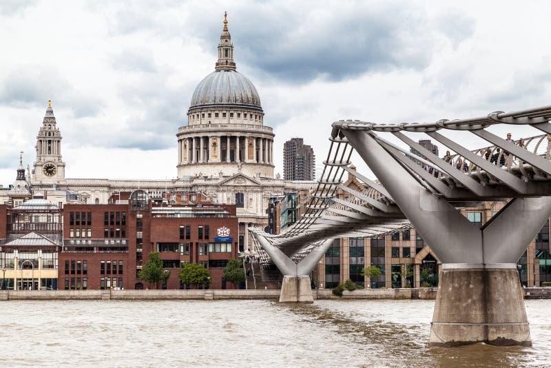 千年桥梁圣保罗伦敦 免版税图库摄影