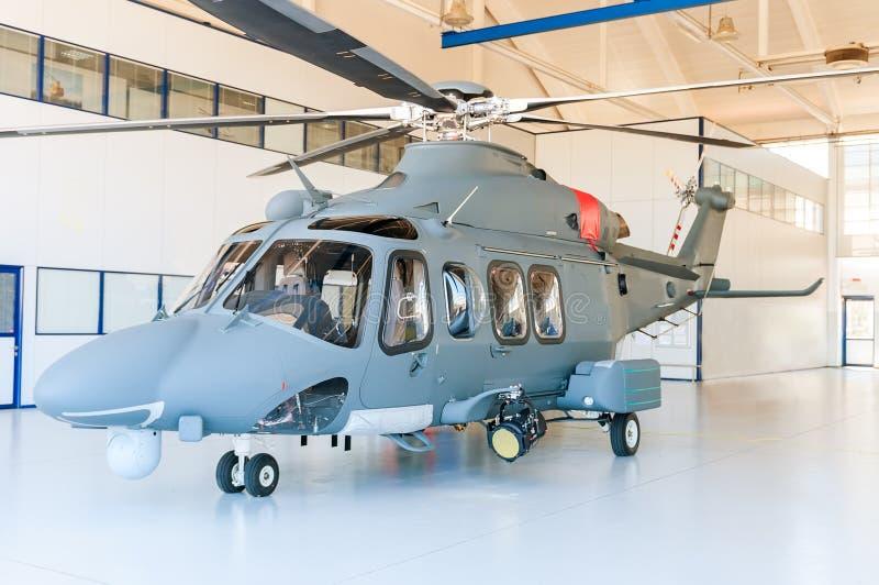 直升机在飞机棚 免版税库存照片