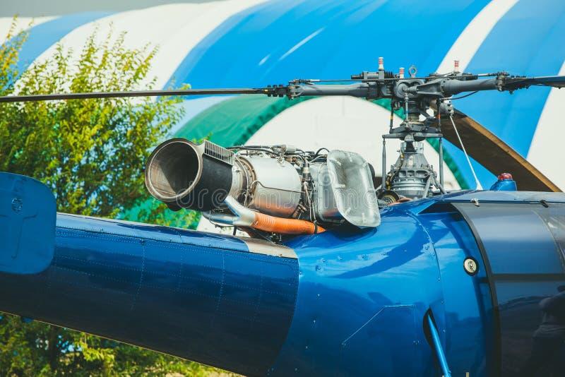 直升机蓝色 可看见和涡轮叶片 免版税库存照片图片