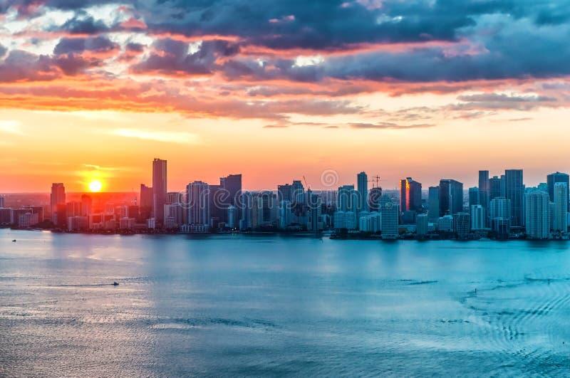 直升机迈阿密海滩,佛罗里达日落视图  库存图片
