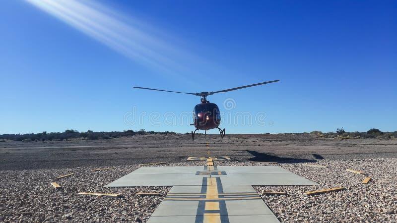 直升机飞行 免版税库存图片