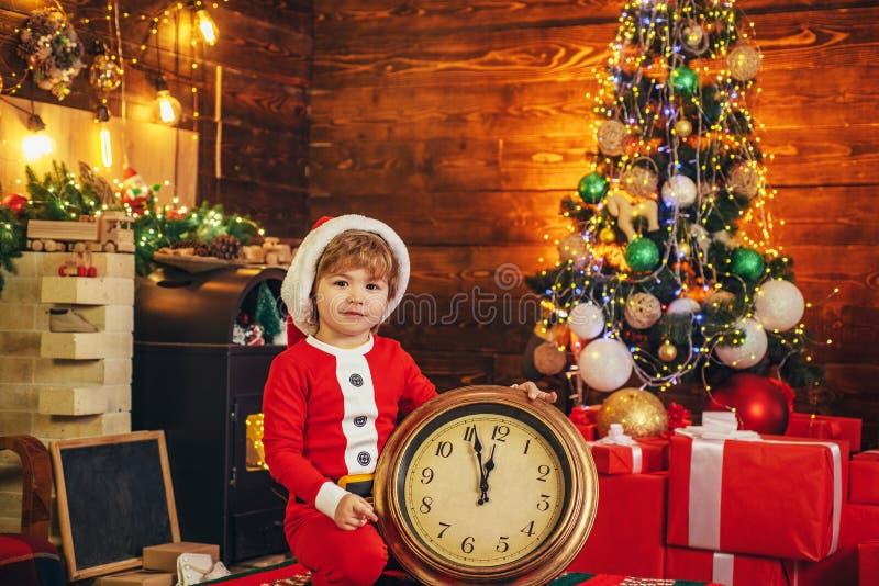 午夜奇迹 新年读秒 t 孩子享受圣诞节 : ?? 库存图片