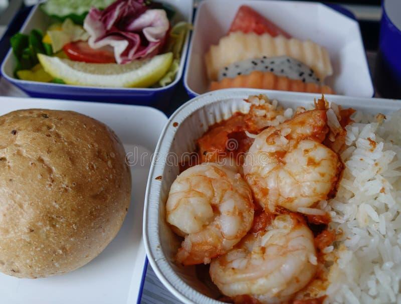 午餐的海鲜膳食在飞机客舱 库存图片