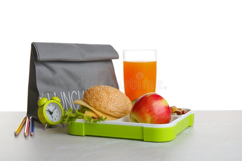 午餐盒用鲜美三明治,杯饮料 库存照片