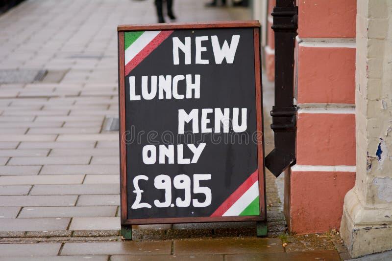 午餐菜单标志餐馆外 库存图片