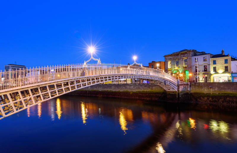 半便士铜币桥梁都伯林爱尔兰 免版税库存图片