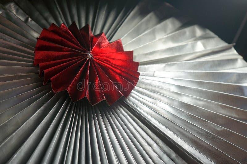 半径亚洲纸在样式样式的伞折叠与对此的hilight 免版税库存图片