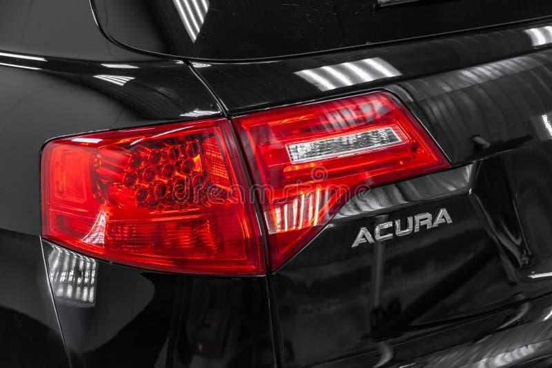 半新Acura MDX背面图与站立在详述的车间的轻的服务框的红色尾灯的2008年黑色 免版税库存图片