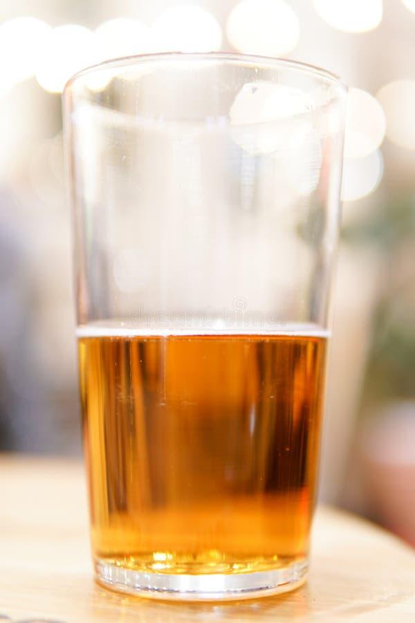 半满的杯啤酒 免版税图库摄影