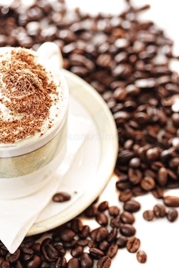 半热奶咖啡的杯子 免版税库存图片