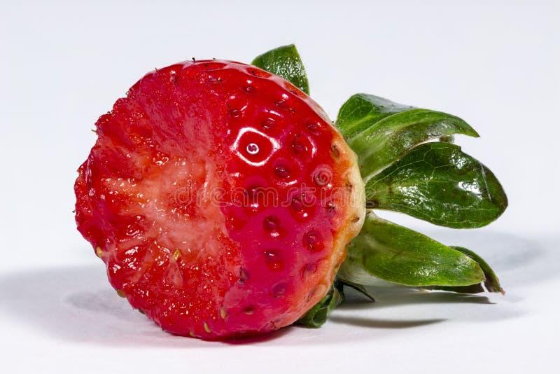 半被吃的草莓 免版税库存照片