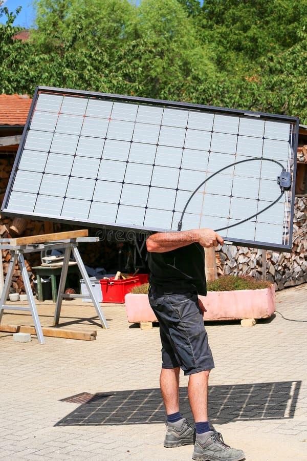 半透明的太阳模块的设施 库存图片
