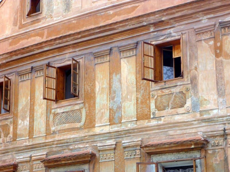 华丽历史布朗灰泥大厦, ÄŒeskà ½ Krumlov,捷克 免版税库存图片