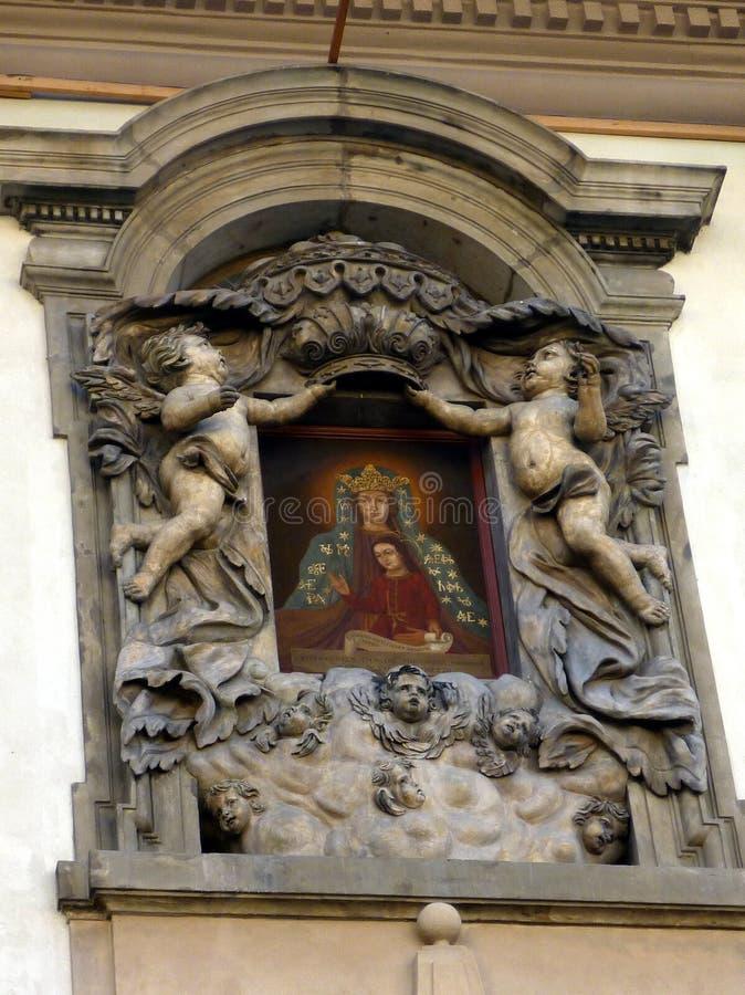 华丽大厦门面、象和天使,布拉格 免版税库存照片