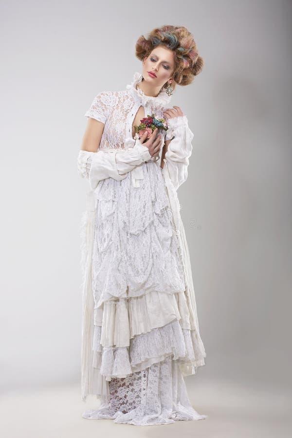 华丽服装 典雅的有花边的礼服的迷人的夫人 库存照片