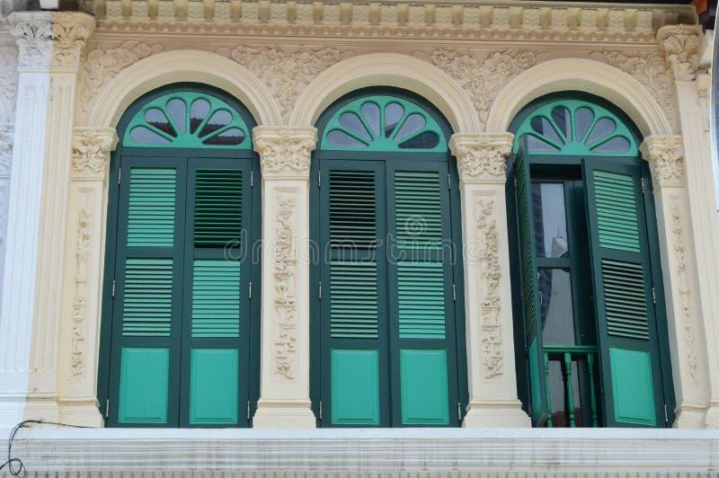 华丽殖民地窗口和快门purvis街道8,新加坡 库存图片